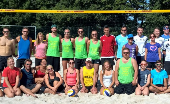 Die Teilnehmer des Beachvolleyball Quattro Mixed Turniers am 12.09.2015